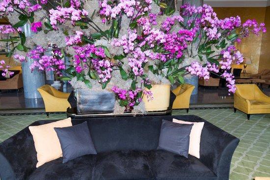 Four Seasons Hotel Ritz Lisbon: typical interior public seating areas