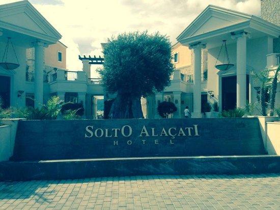 Premier Solto Hotel: Vanaf de weg