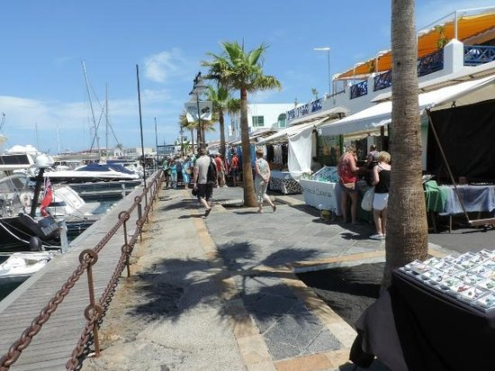 Villas Puerto Rubicon: Market at The Marina