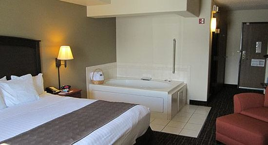 AmericInn Lodge & Suites Peoria: Jacuzzi