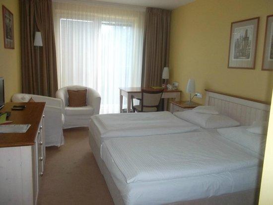 Dolce Villa Hotel: chambre