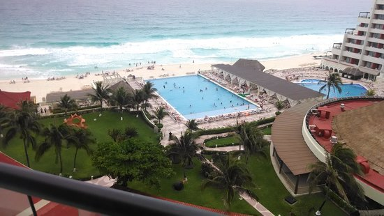 Crown Paradise Club Cancun : View from second hotel room