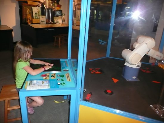Adventure Science Center : trying to be faster than the robotic arm