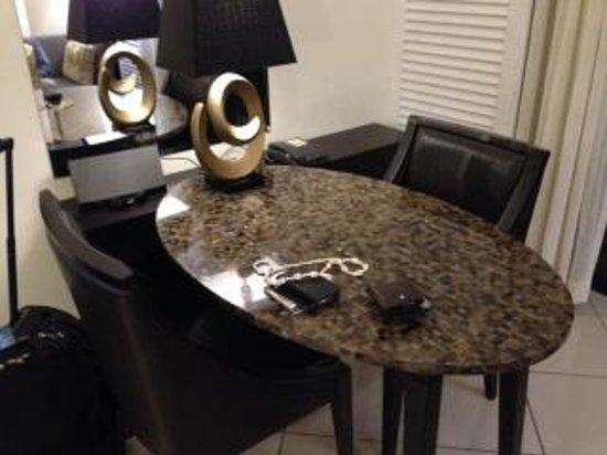 Sofitel Fiji Resort & Spa : Love the dining/office table.