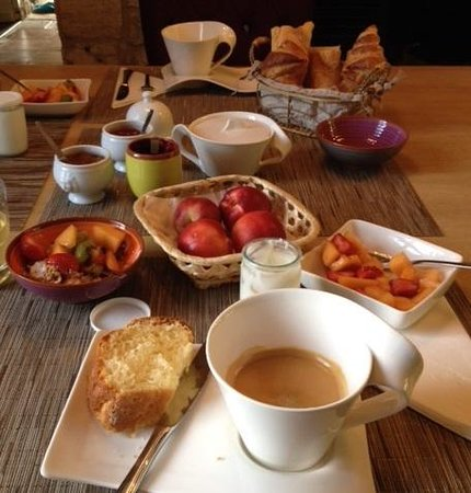 Chateau de Courtebotte: Breakfast- before the amazing crepes and french toast was brought out!