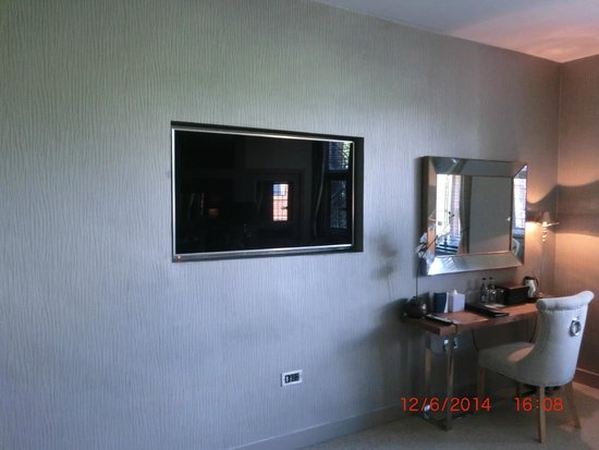 Abbey House Hotel Our 55ins Tv Set In Wall