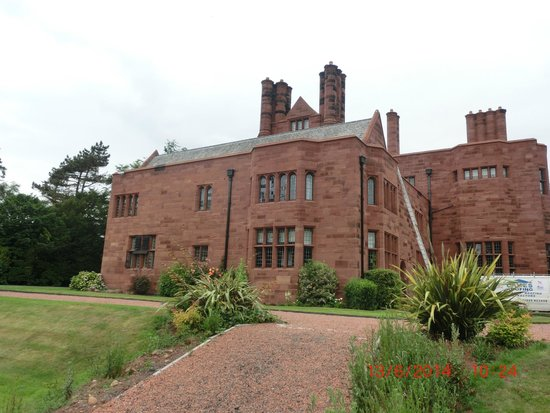 Abbey House Hotel: side view of hotel