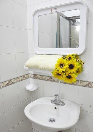 My Youth Hostel: Bathroom
