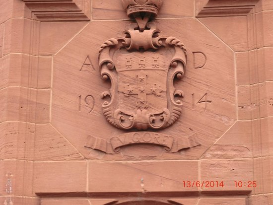 Abbey House Hotel: coat of arms over front entrance