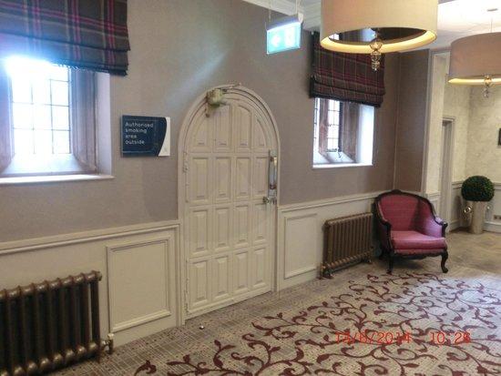 Abbey House Hotel: corridor with old door