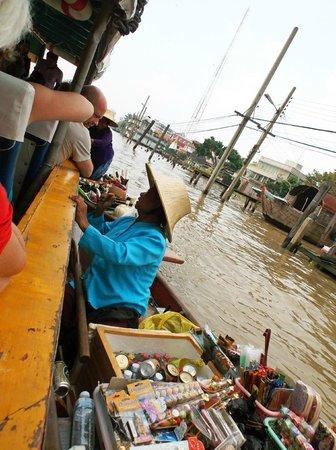 Chao Phraya River: venditrice ambulante