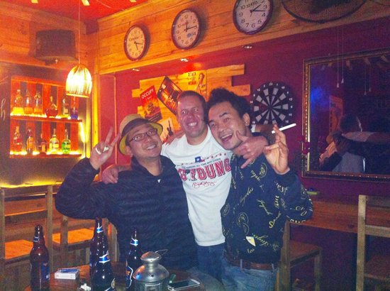 Hanoi Youth Hostel: Japanese and American customers