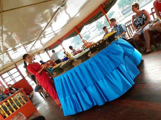 Chao Phraya River: buffet di frutta