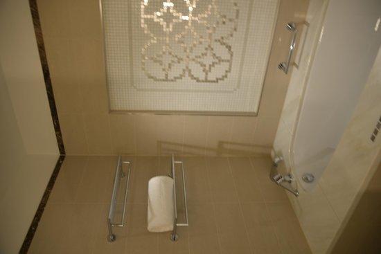 Palais Hansen Kempinski Vienna: Ванная комната