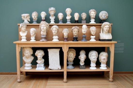 Ny Carlsberg Glyptotek : Original display of statues