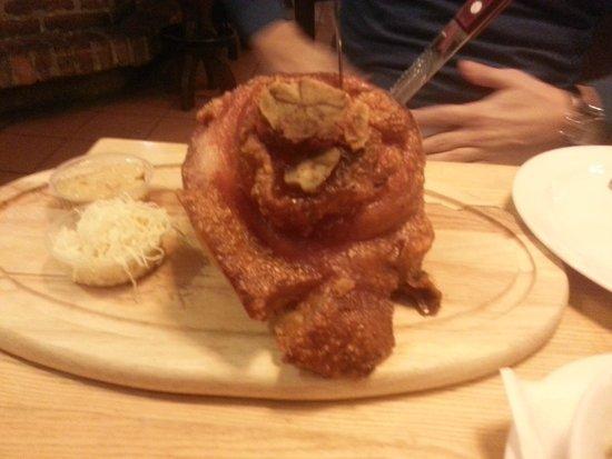 Palais Hansen Kempinski Vienna: надо попробовать - свинная рулька в пивном ресторане Вены