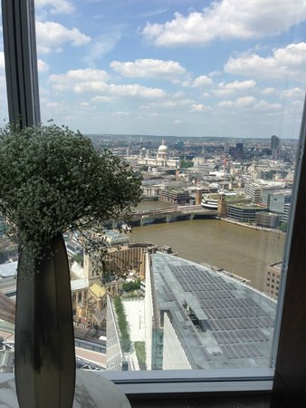 Shangri-La Hotel, At The Shard, London : view from Reception
