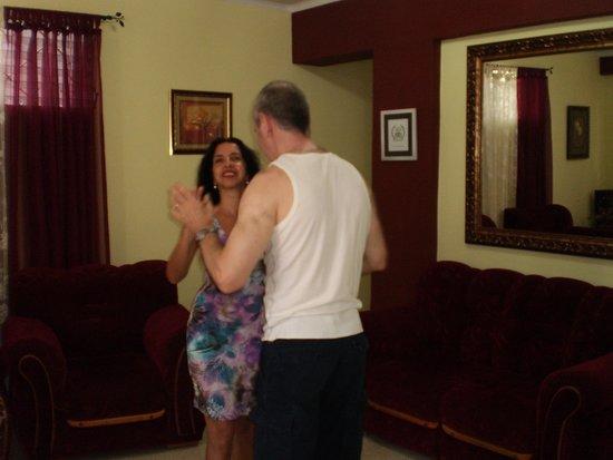 Casa Maura Habana Vieja: bailando en el comedor