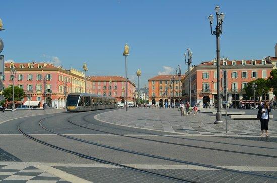 Place Massena: красиво!