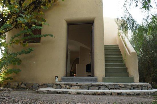 Cavas Wine Lodge: Porta do quarto e escada de acesso ao solarium