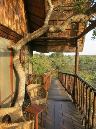 Bona Ntaba Self Catering Tree House Lodge : front porch