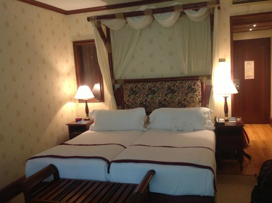 InterContinental Tahiti Resort & Spa: vue du lit (un peu kitsch à mon gout) mais spuer
