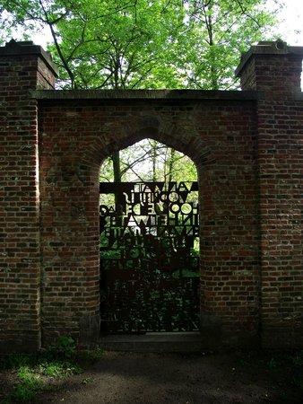 Minnewater Lake : Um portão fechado no caminho do parque.