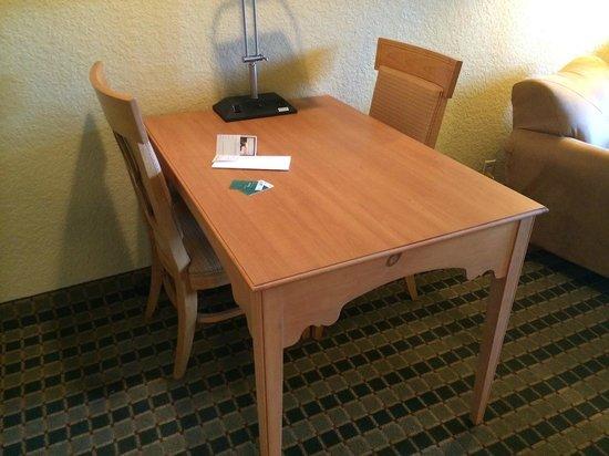 Homewood Suites by Hilton San Antonio Northwest : Table