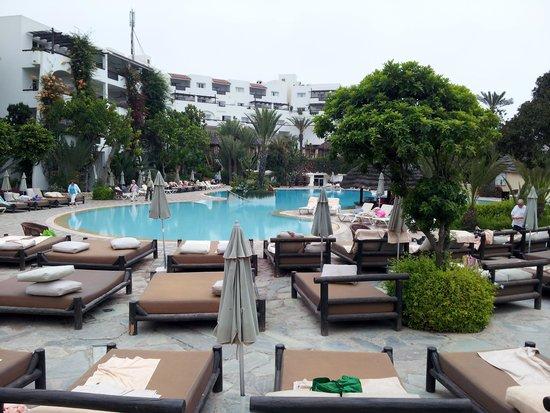 Hotel Riu Tikida Beach: Poolside