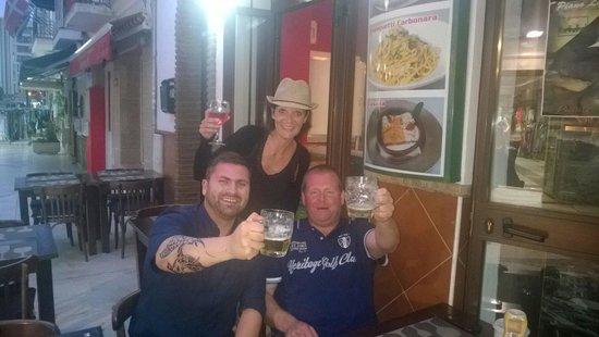 Pizzeria Napoli : Proost... bij pizzaria napoli