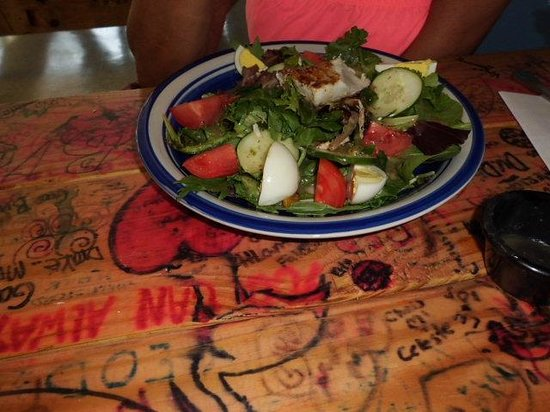 Big Water Fish Market: Salad with grilled amber jack