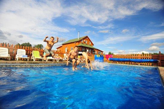 Villégiature & Pourvoirie Daaquam : piscine extérieure chauffée