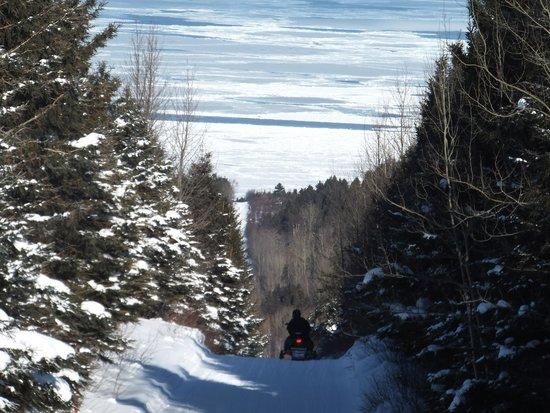 La Seigneurie des Monts : la route pour s'y rendre en hiver... en motoneige