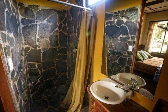 Pension Santa Elena: Bathroom Grand Srandard