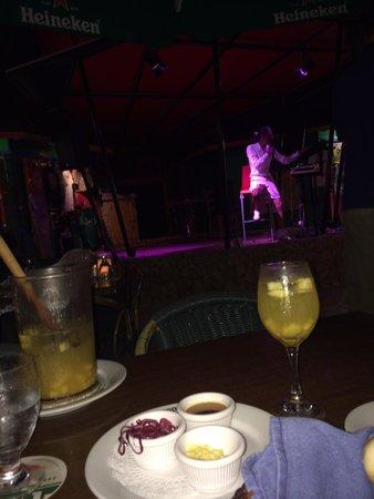 Tango Argentine Grill : Gezellig voor de artiest je drankje en een sirloin gegeten