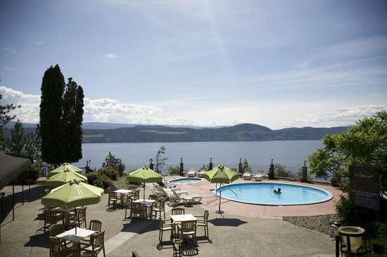 Lake Okanagan Resort: pool area and view