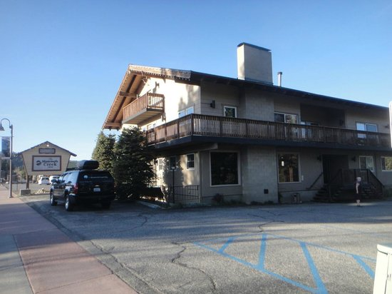 Mammoth Creek Inn: Vista externa