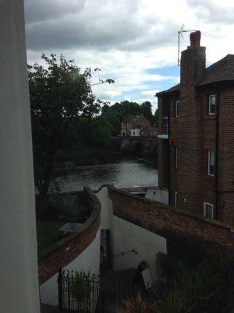 Edgar House: Junior Suite - Cheeky sideways river view!