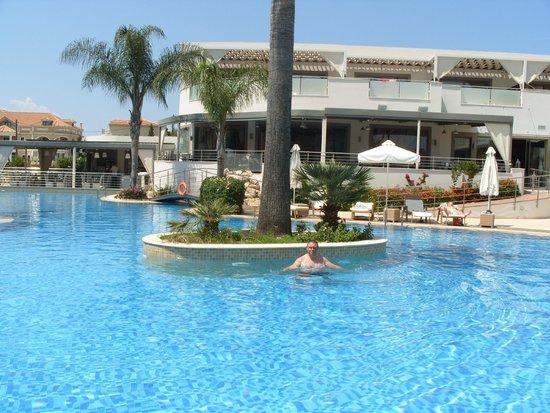 The Lesante Luxury Hotel & Spa: The pool again