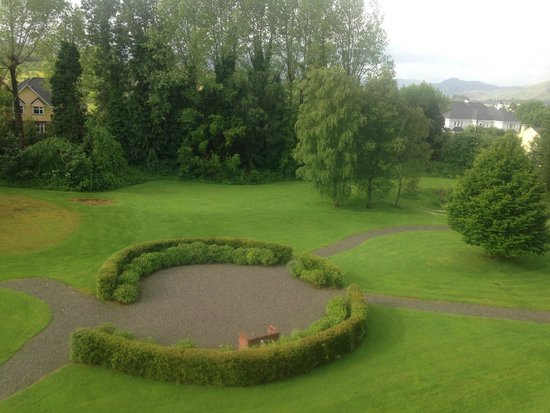 The Killarney Park Hotel: View of the garden from our room