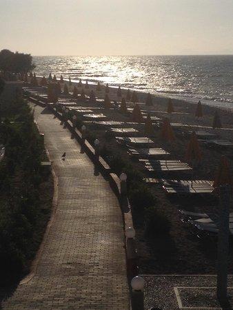 Sunshine Vacation Club Rhodes: Stranden i sista solstrålen