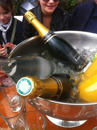 Les Canisses : champagne cruise