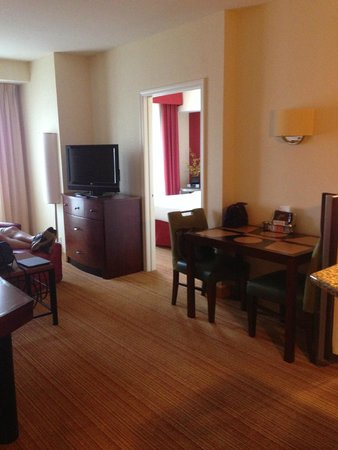 Residence Inn Chattanooga Near Hamilton Place : View upon entering room