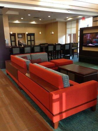 Residence Inn Chattanooga Near Hamilton Place: Modern & cheerful lobby
