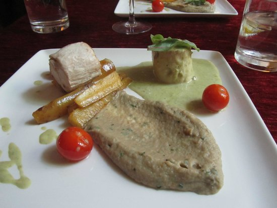 Von Krahli Aed: Chicken fillet with eggplant purée, butter roasted carrots, tomato and spring onion sauce