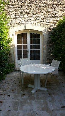 Hostellerie le Roy Soleil: terrasse de la chambre