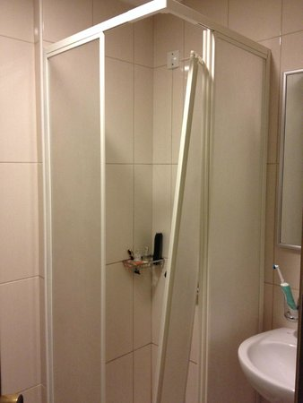 Smartline Sergios Hotel : broken shower