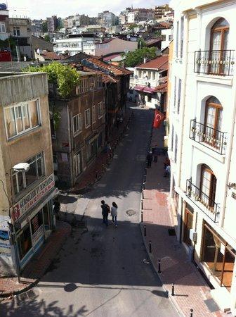 Sirma Sultan Hotel Istanbul: Вид с балкона номера на старый город. Очень колоритно