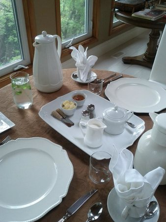 Plantation House Bed and Breakfast: Beautiful Breakfast Room