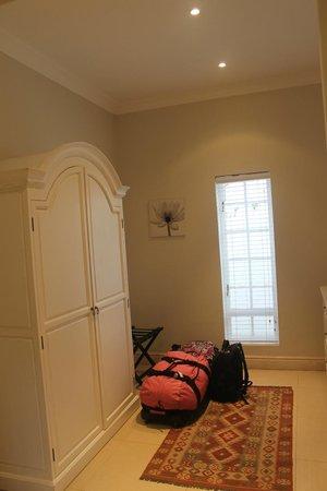 Fransvliet Guest House: Dressing Room Area